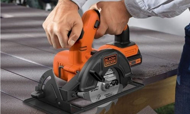 Best Cordless Circular Saw in 2020 | Safe and Convenient!