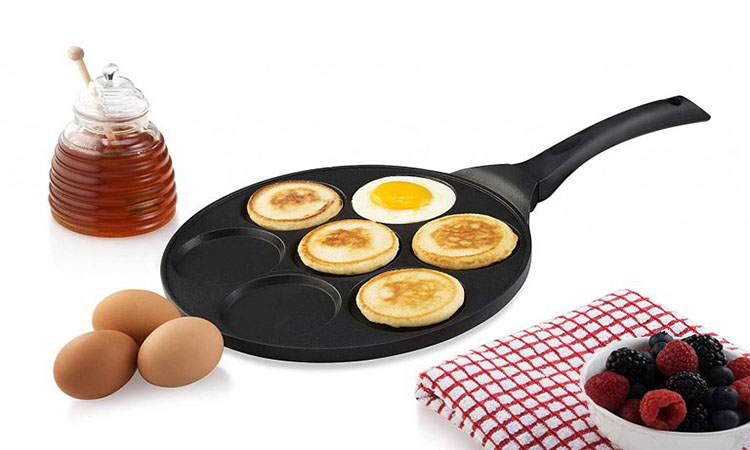 Best Pancake Pans in 2020 | Lightweight & Easy to Clean