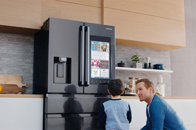 Smart Refrigerator Review: Samsung 4-Door With Family Hub