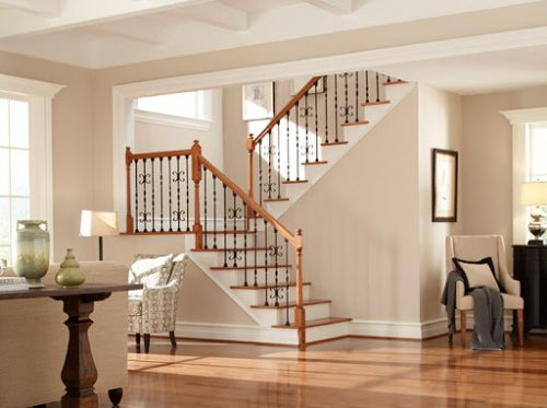 What are the things to consider to have a safe stairway?